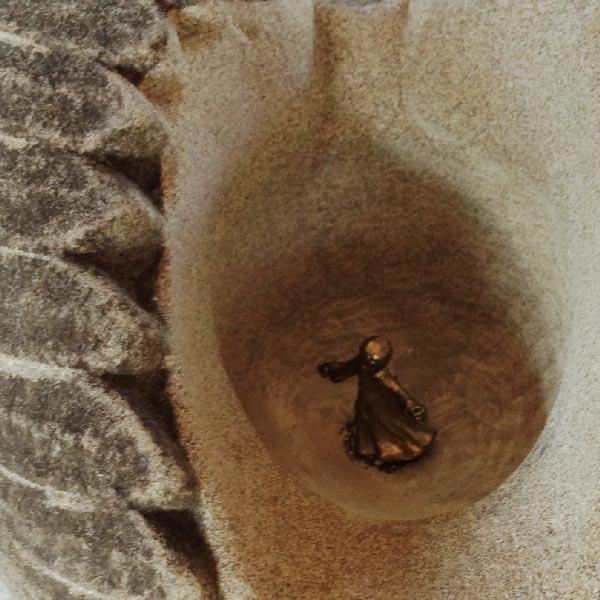 Location de sculptures Marlie Kentish Barnes, sculpture et taille de pierre à Rabastens, proche Toulouse et Albi. Réalisations sur commande et sur mesure, vente de sculptures, déco maison et jardin, cadeaux personnalisés, stages de sculpture pour adulte et enfants. Rencontres et sorties culturelles. Location locations sculpture sculptures pour lieux publics, jardins publics, associations, mairies, écoles, centres culturels, exonération frais d'entreprise, tarn, haute-garonne,