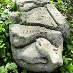 Sculpture en calcaire signée Marlie Kentish Barnes